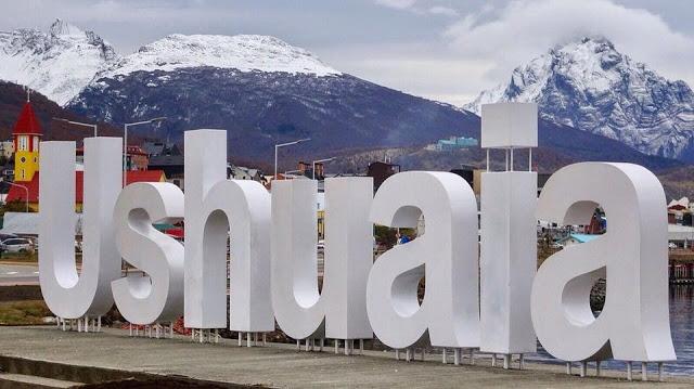Ushuaia, a cidade mais meridional do mundo é um dos destinos fenomenais do mundo. Sua magia, suas histórias e as suas belezas naturais se combinam para fazer desse destino um dos mais desejados do planeta. É o porto mais próximo da Antártida, que evidentemente se transforma naturalmente na porta de entrada mais transitada ao Continente Branco, poronde passam cerca de 95% do turismo antártico.
