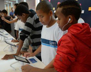 Pais devem acompanhar uso da Internet por Crianças-Folha de Santa Catarina